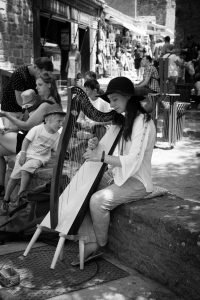 Harp_Sounds_Carcassonne_Languedoc_Occitanie_South_France_Black_and_white